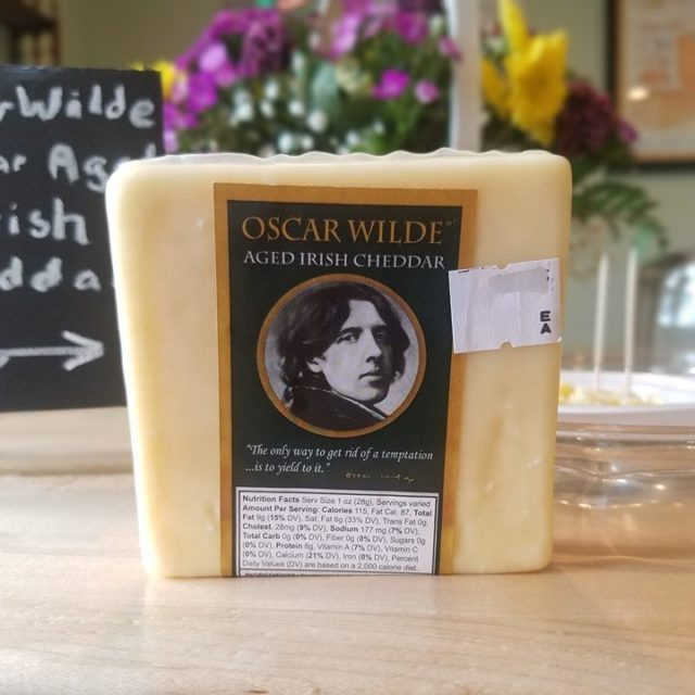 Oscar Wilde Aged Irish Cheddar (10 oz. avg.)